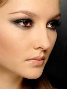 Maquillaje para ojos oscuros
