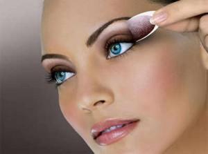 Maquillar ojos claros